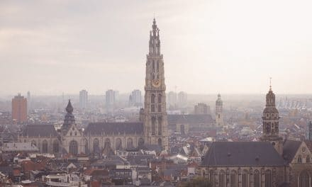 Strong local interdisciplinary collaboration networks in Belgium